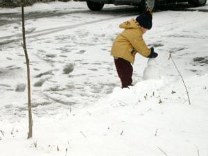 Day9am-snowplay2